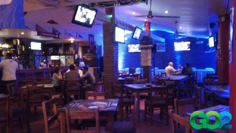 Hot shots sports bar go2 managua nicaragua for Bar la oficina